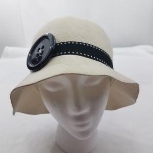 Giovannio 100% Wool White Button Winter Hat Womens
